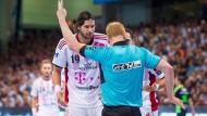 Fußballer diskutieren über Handballstrafen