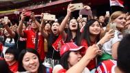 Fans des FC Bayern in China: Die Bundesliga setzt auf das Streaming-Potential.