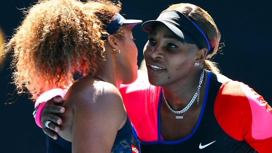 Wachablösung: Naomi Osaka (links) nach dem Halbfinal-Sieg über Serena Williams in Melbourne am Donnerstag