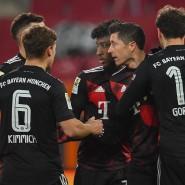 Während die Konkurrenz Anschluss halten will, siegen die Bayern knapp in Augsburg.