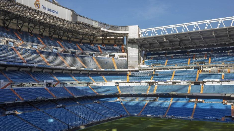 Stadion ohne Fußball: Im Innenraum der Arena wird ab sofort Hilfsmaterial gesammelt und gelagert.