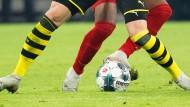 Treffen sich Bayern München und Borussia Dortmund schon bald auf dem Rasen wieder trotz der Corona-Krise?