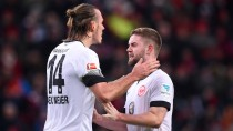 Mister Zuverlässig: Alex Meier (l., mit Marc Stendera) trifft auch in Leverkusen