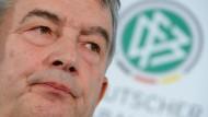 """""""Boykottiert man etwas oder geht man ins Exko rein"""": DFB-Präsident Wolfgang Niersbach"""