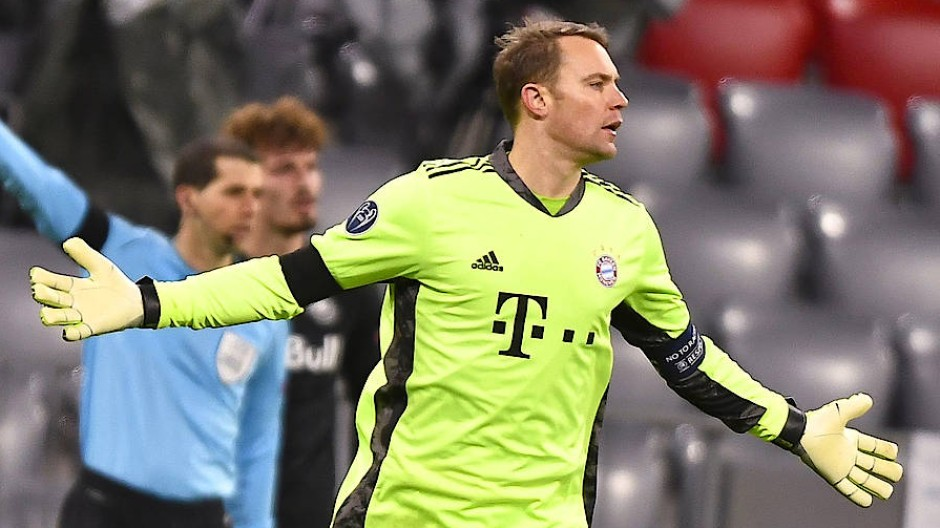 Viele Paraden und eine Gelbe Karte: Manuel Neuer im Einsatz für den FC Bayern gegen Salzburg.