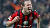 Wieder einmal der Mann des Abend: Alex Meier trifft doppelt gegen den HSV