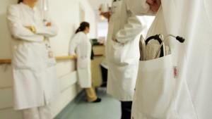 Jede vierte Klinik zahlt Fangprämien für Patienten