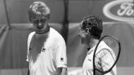 Szene einer sportlichen Beziehung: Boris Becker mit Trainer Bob Brett.