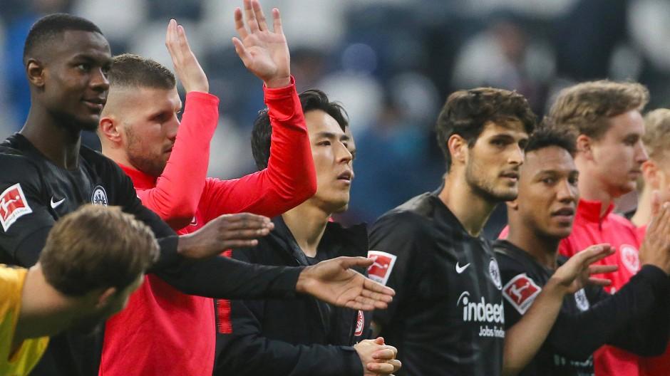 Die Frankfurter Eintracht bejubelt den nächsten Sieg.