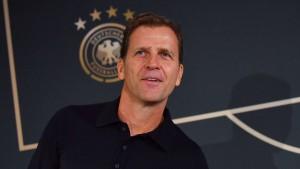 Bierhoff weist Hoeneß-Kritik zurück