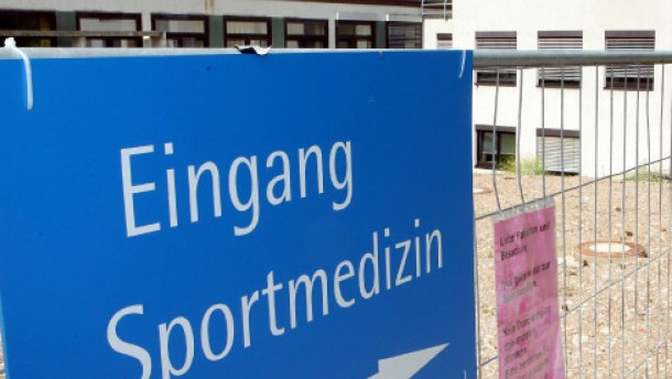 SC Freiburg hält an Teamarzt Schmid fest