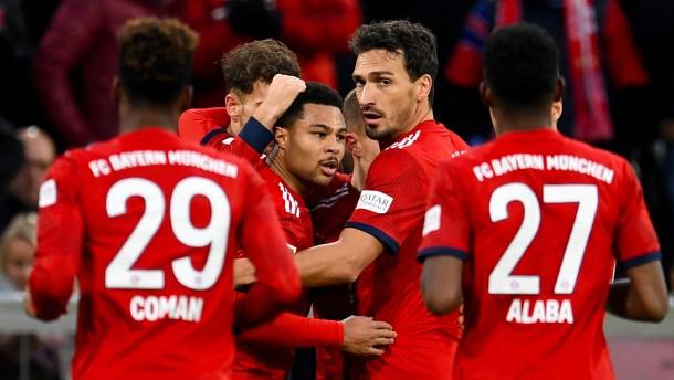 Die Bayern quälen sich als BVB-Verfolger