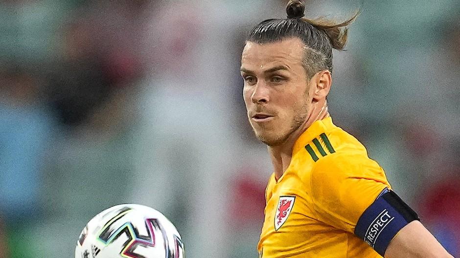 Im Trikot von Wales zeigt Gareth Bale Sachen, für die Real Madrid einst teuer bezahlt hat.