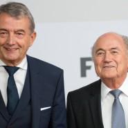 Opposition? DFB-Präsident Wolfgang Niersbach (l.) deutet Widerstand gegen Fifa-Chef Joseph Blatter an