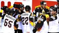 Ein starkes Team: Die deutschen Eishockeyspieler gewinnen das Schlüsselspiel gegen die Slowakei und haben Lust auf mehr