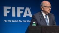 """""""Was an dem Tag passiert ist, war für den Fußball ein Erdbeben"""": Joseph Blatter"""
