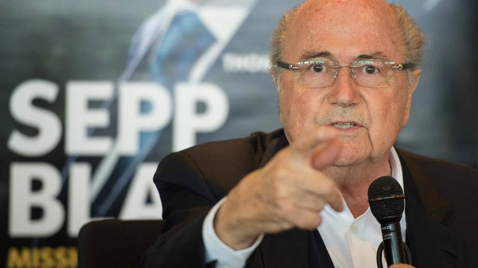 Mitteilungen aus dem Off: Joseph Blatter parliert