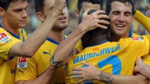 Braunschweig siegt - Union und Duisburg unentschieden