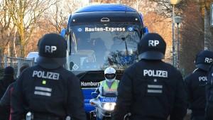 Streit um Polizeikosten im Fußball geht weiter