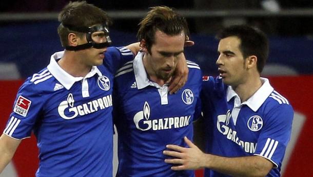 Schalke bleibt Verfolger