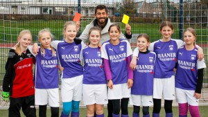 Fußball-Profi Demirbay pfeift Mädchen-Spiel