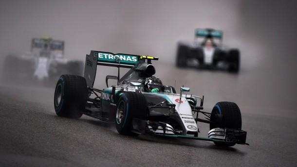 Rosberg sichert sich die Regen-Pole
