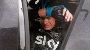 Froome steigt vom Rad, Nibali überrascht