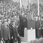 Platzweihe in der Wirtschaftskrise: Im Jahr 1931 legt der FSV Frankfurt dank seiner jüdischen Vorstandsmitglieder mit einem Stadionneubau den Grundstein für große Erfolge, die nicht kommen durften.