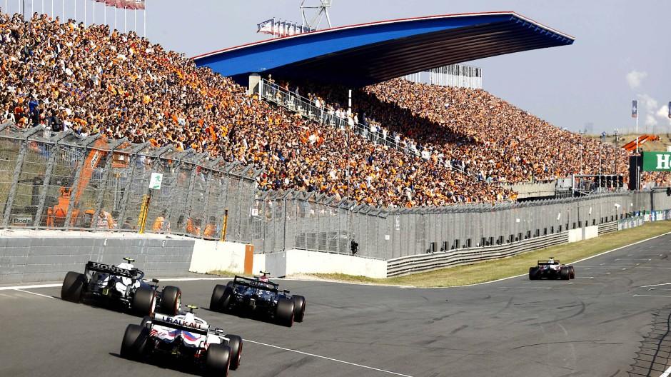 Die 70.000 Fans in Zandvoort fiebern dem Rennen am Sonntag entgehen.