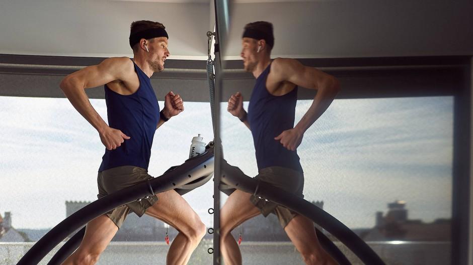 Lauf gegen sich selbst: Jan Frodeno auf dem heimischen Laufband.
