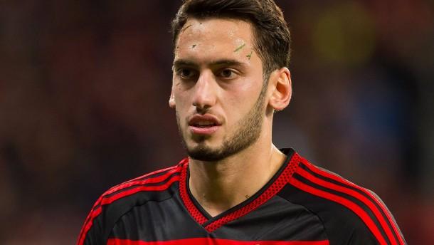 Cas kontert Leverkusens Kritik im Fall Calhanoglu