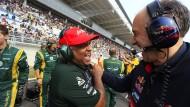 Gute Laune, kein Erfolg: Tony Fernandes 2012 in Südkorea (links, mit Toro-Rosso-Teamchef Tost)