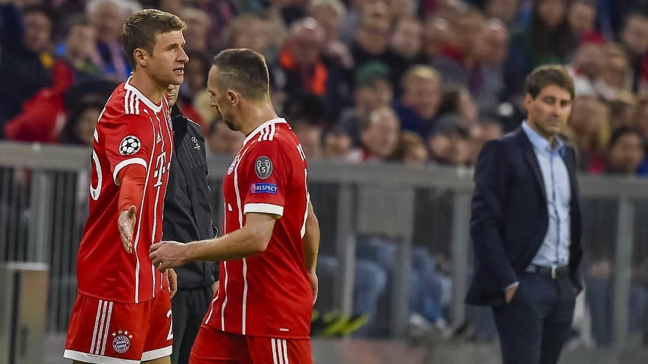Müller darf mal wieder rein, Ribéry wünscht ihm nicht wirklich Glück.