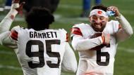 Im Freudentaumel: Clevelands Myles Garrett (links) und Baker Mayfield nach dem Sieg gegen die Steelers