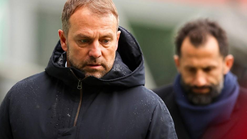 Es knirscht zwischen Trainer Hansi Flick (links) und Sportdirektor Hasan Salihamidžić