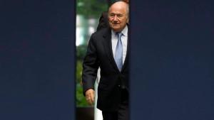 Warner greift Blatter an