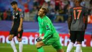 Rückstand: Bayern-Torwart Neuer ärgert sich