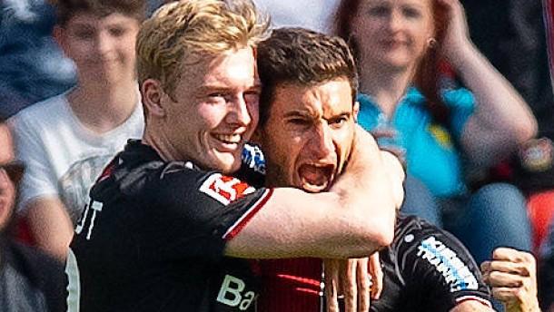 Leverkusen macht es lange spannend
