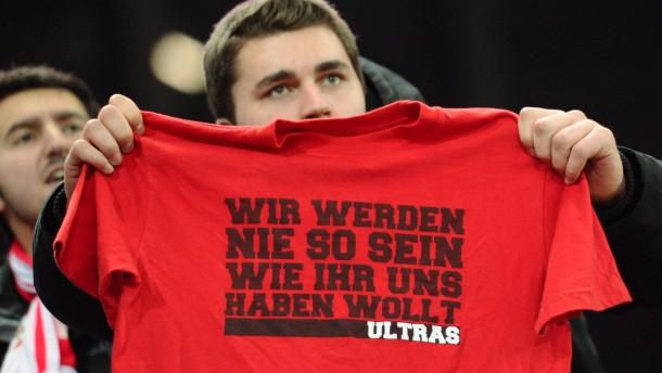 Nach dem Protest ist vor dem Protest: Ein Stuttgarter Fan in Mainz