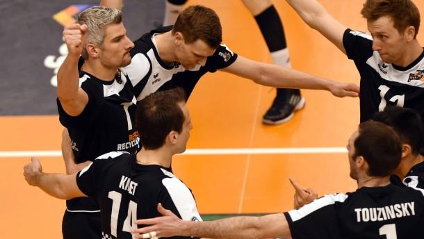 Volleyball finale berlin gleicht gegen friedrichshafen for Depot friedrichshafen