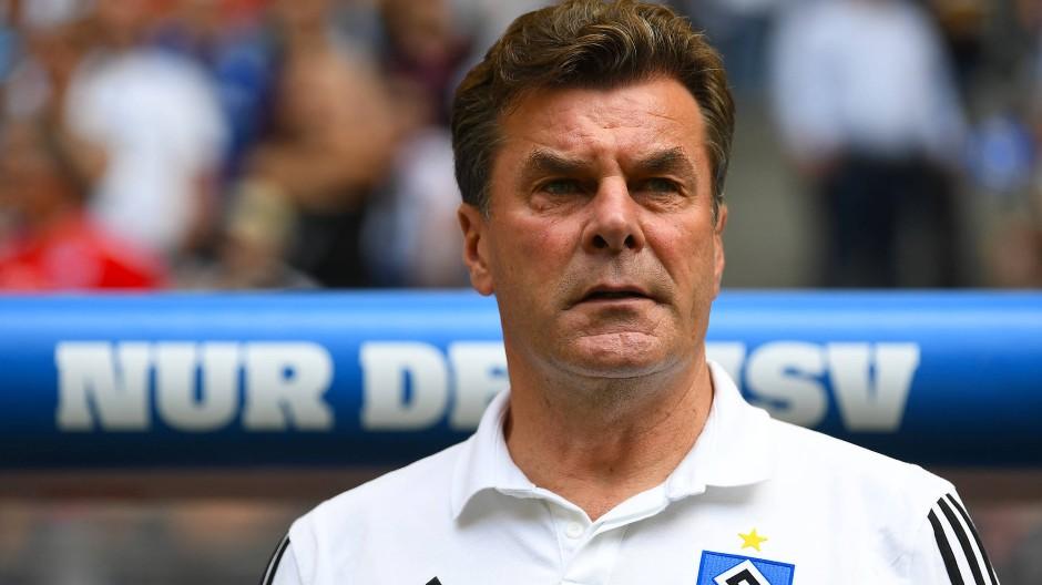 Er wirkt altmodisch, aber alles hört auf sein Kommando: Trainer Dieter Hecking beim HSV