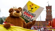 Olympia-Gegner reagieren mit harscher Kritik
