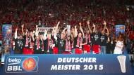 So sehen Meister aus: Bamberg holt den Titel im Finalduell mit den Bayern
