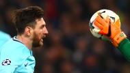 Ball weggeschnappt: Für Lionel Messi und Barcelona ist das Spiel aus
