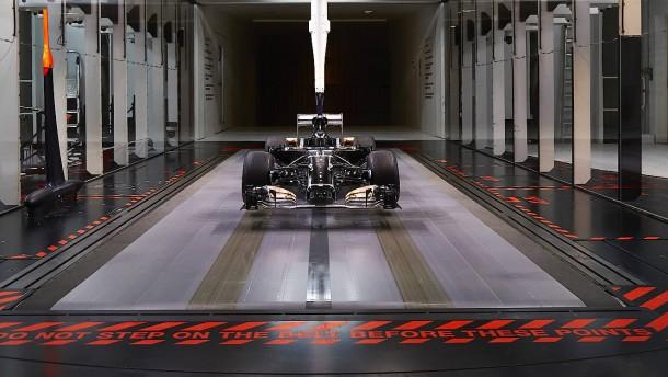 Die Rennwagenklinik von Mercedes
