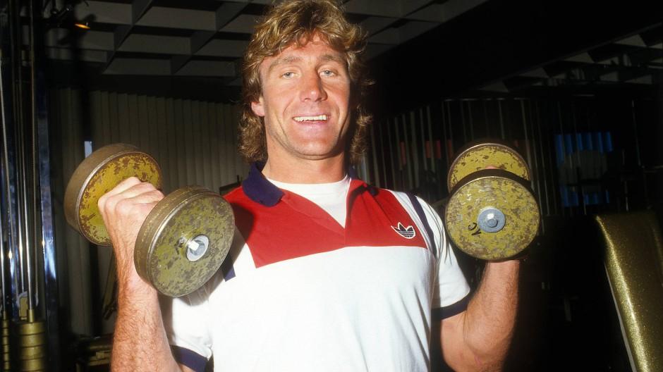 Gerry Ehrmann lässt gerne die Muskeln spielen – wie hier beim Training im Jahr 1987.