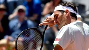 Federer zieht verletzt zurück