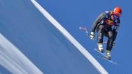 Spektakulär, gefährlich: David Poisson beim Abfahrtslauf der alpinen Skifahrer in Kitzbühel 2017