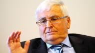 Dem früheren DFB-Präsidenten Theo Zwanziger droht Ärger aus Qatar