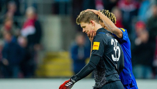 Fans wüten, Schneider zieht Enke-Vergleich